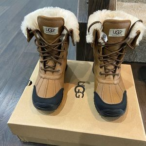 Slightly Used UGG® Women's Adirondack II Boots